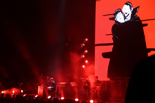 QOTSA perform 'The Vampyre of Time and Memory' at Rod Laver Arena, 15/3/14
